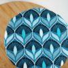 Charlotte motif bleu paon fleur