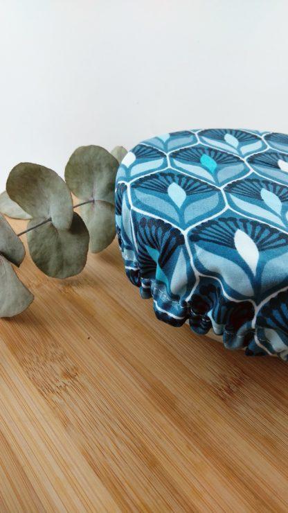 Charlotte motif bleu paon fleur détail