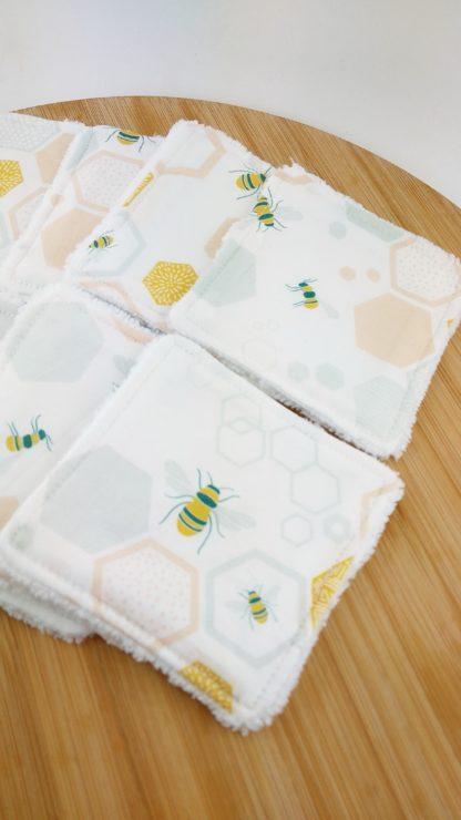 Lingettes abeille détail