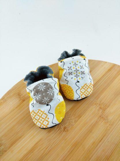 paire de chaussons ballons jaunes et blanc
