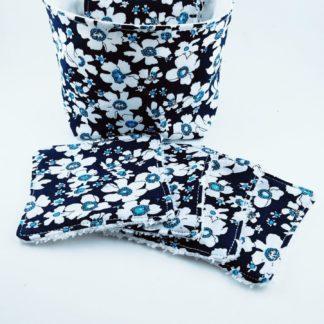 Lot de lingettes lavables avec motifs fleurs bleues avec la panière assortie