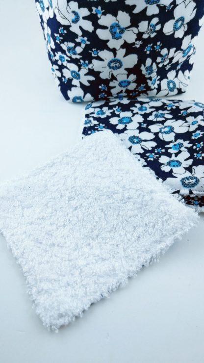 Lot de lingettes lavables avec motifs fleurs bleues avec la panière assortie avec vu coton coton