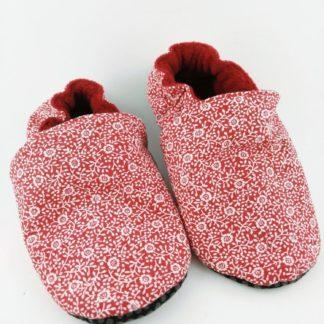 paire de chaussons souples bébé avec tissu rose liberty