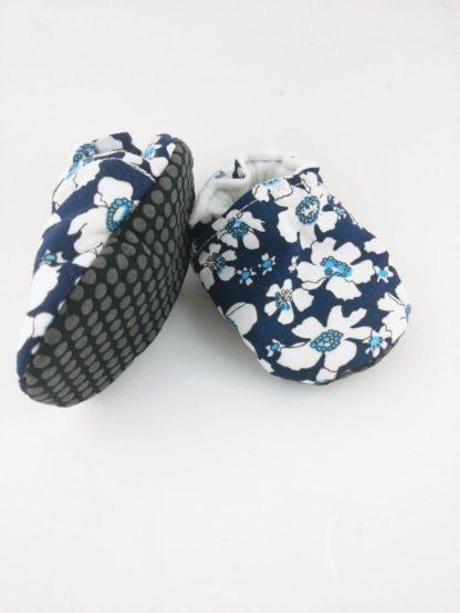 chausson-souple-fleurs-dessous